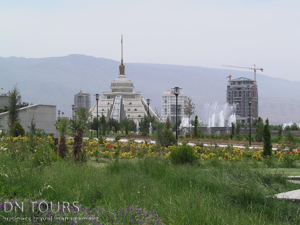 Монумент Независимости, Ашхабад Туркменистан