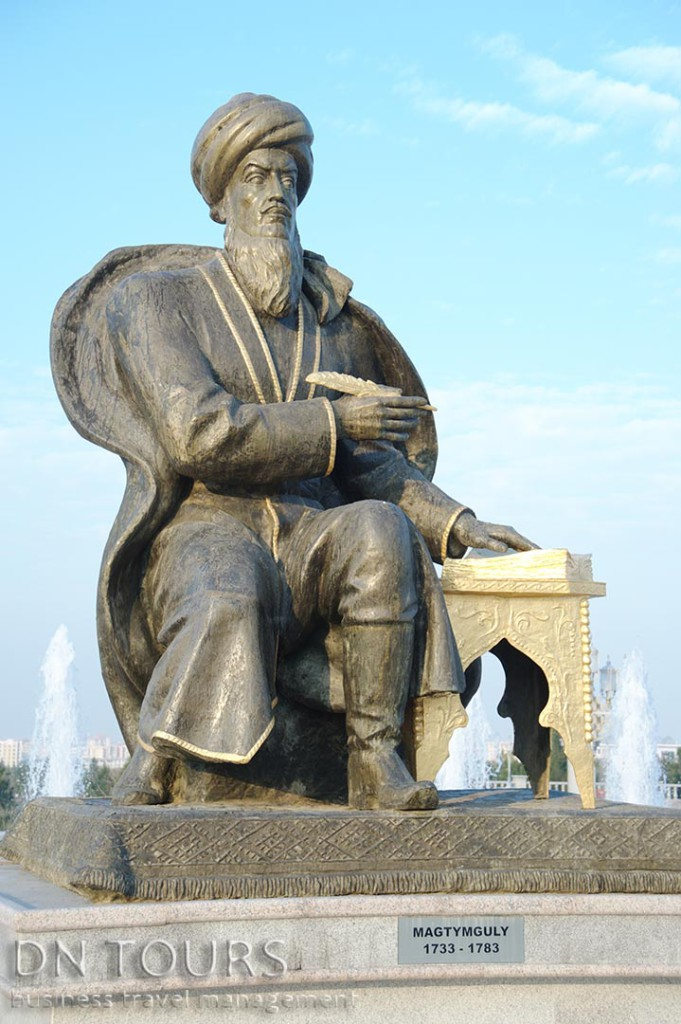 Статуя, Ашхабад, Туркменистан (2)