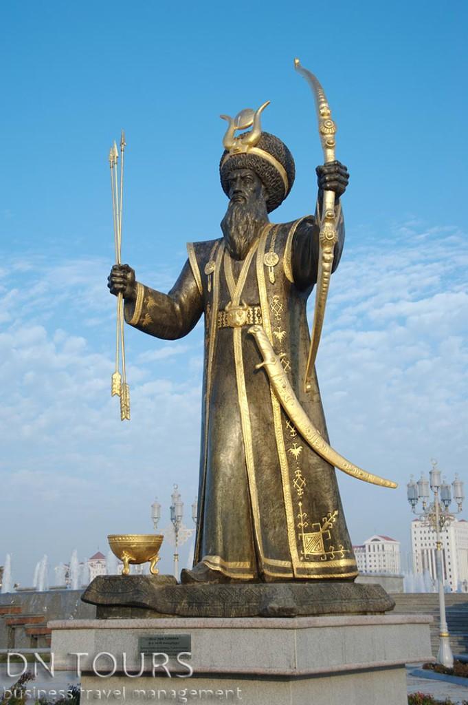 Статуя, Ашхабад, Туркменистан (3)