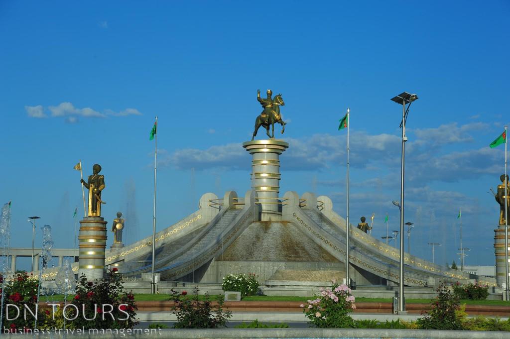 Статуя, Ашхабад, Туркменистан (4)