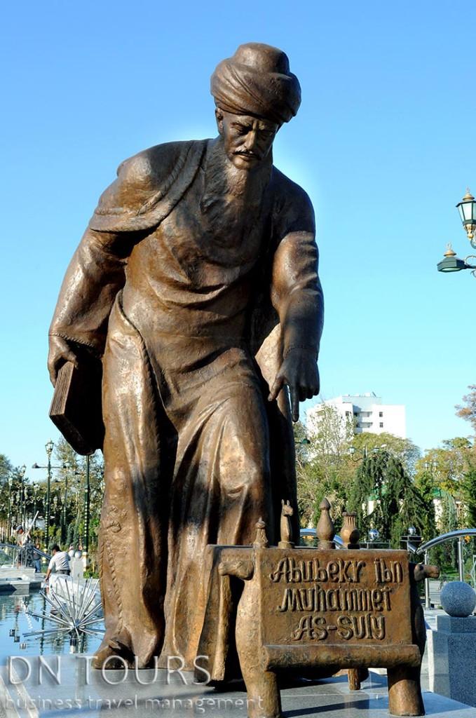 Статуя, Ашхабад Туркменистан (6)