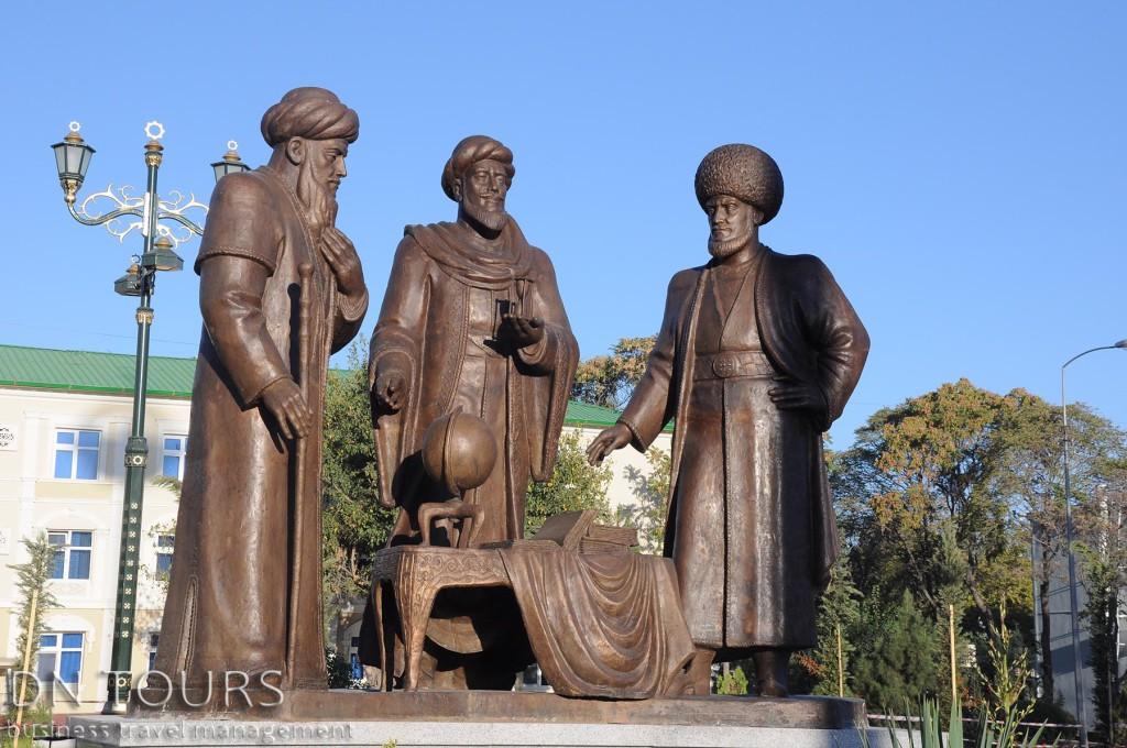 Статуя, Ашхабад Туркменистан (7)
