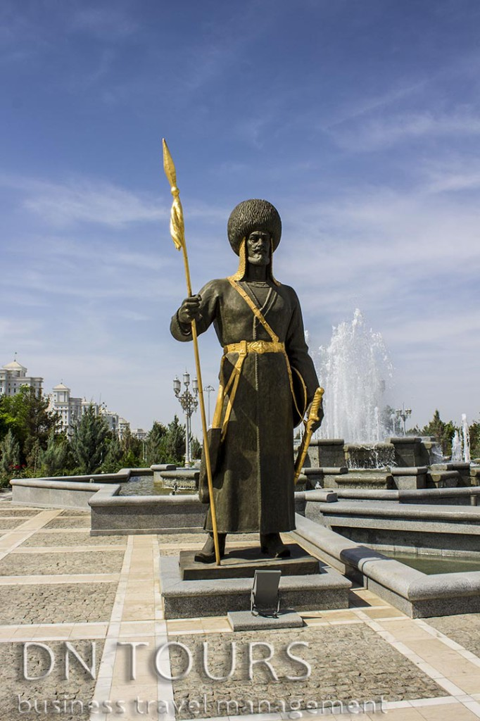 Страж монумента Независимости, Ашхабад Туркменистан