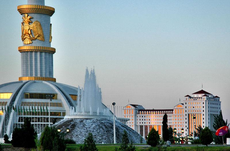 Монумент Конституции Ашхабад Туркменистан