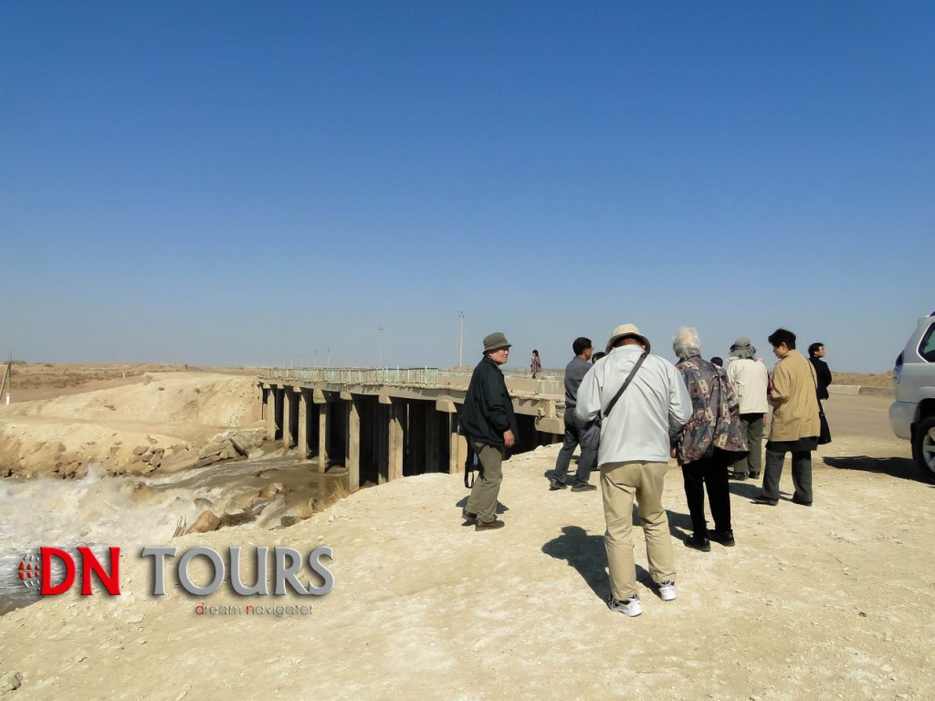 туристы недалеко от Куня Ургенч Туркменистан