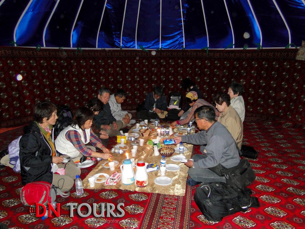 Ужин в юрте у Врат Ада, Туркменистан