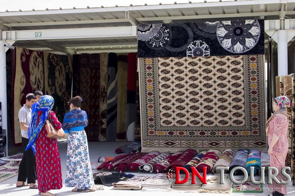 Ковры на базаре Ашхабада