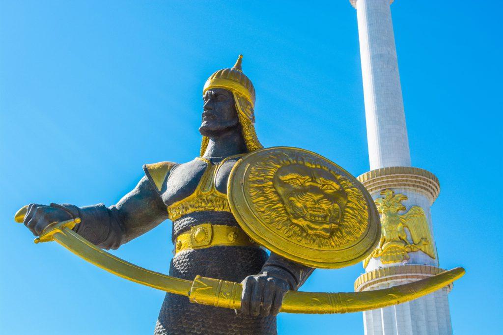 Ашхабад статуя охранник