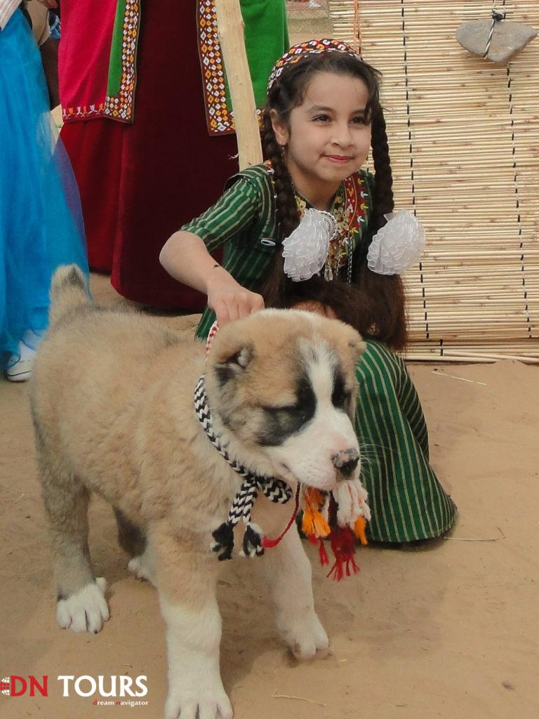 Девочка и алабай